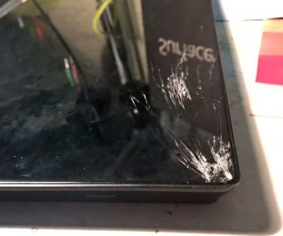 Các trường hợp không thể ép kính surface mà cần thay thế toàn bộ màn hình